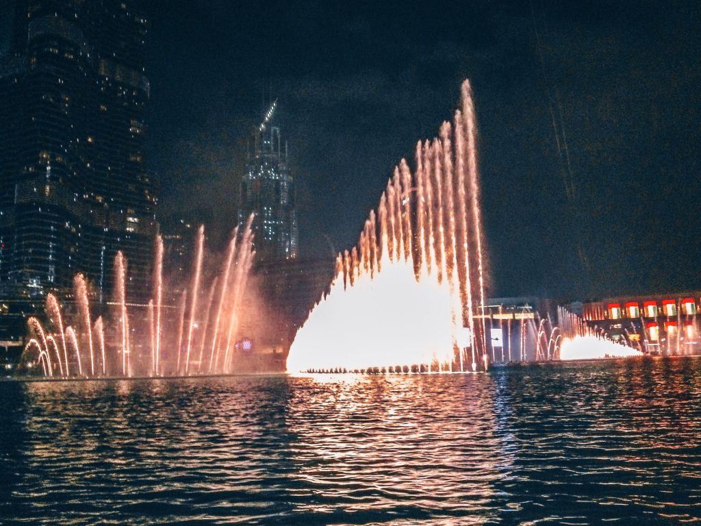 The fountain show in Dubai | Girl Going Global