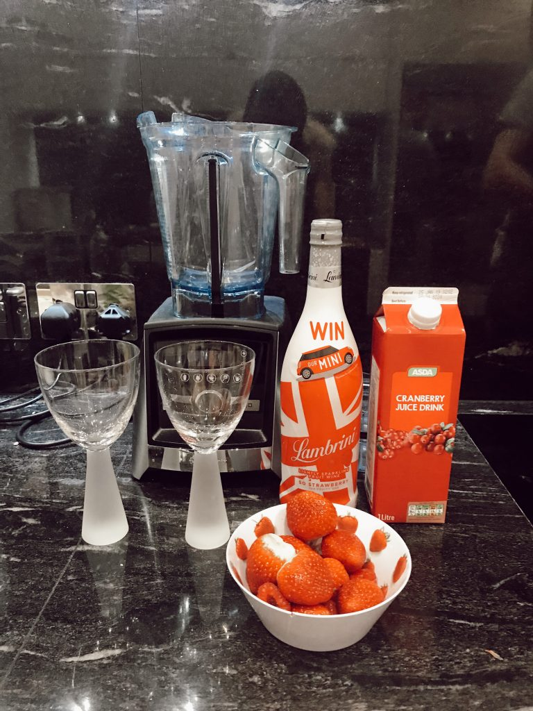 Cocktail evenings in with the girls | Lambrini Cocktail | Girl Going Global |